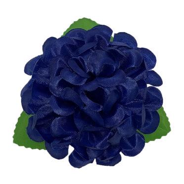 Crizantemă albastră cu frunze