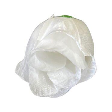 Boboc trandafir alb